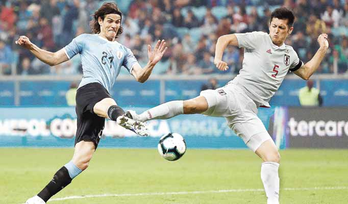 La garra uruguaya rescata un empate ante Japón, que suma su primer punto