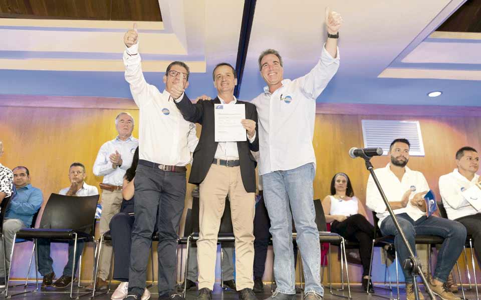 Conservadores rodearon a  Diego Naranjo