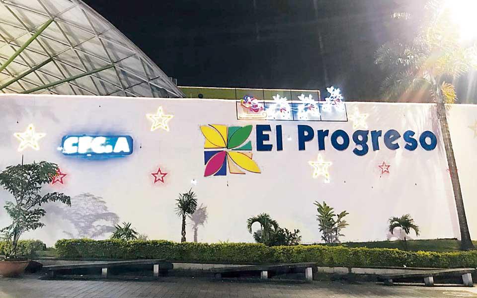 Centro Comercial El Progreso, primero en encender sus luces de Navidad - El Diario de Otún