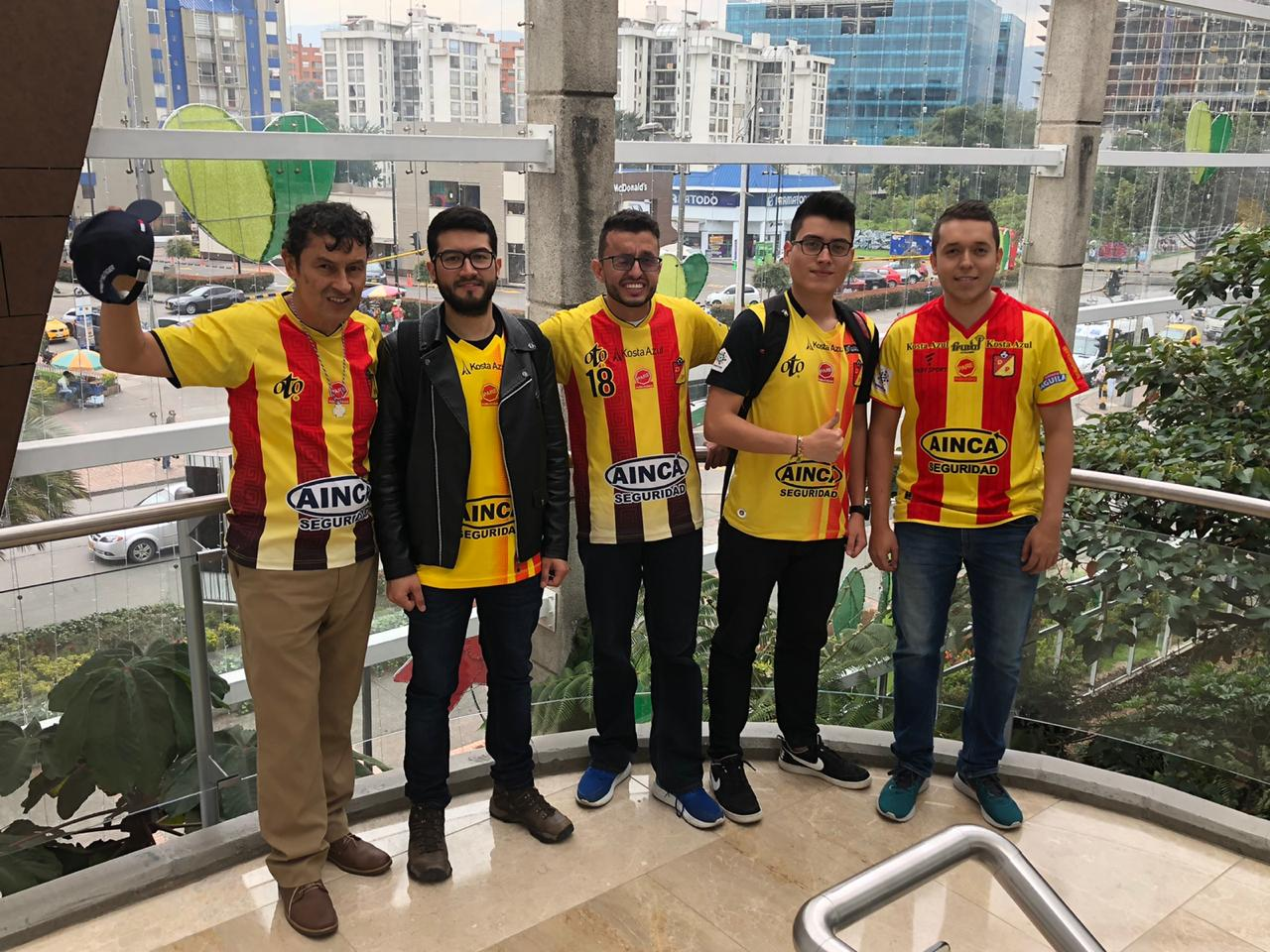 Los hinchas listos para apoyar al Deportivo Pereira hoy en la capital - El Diario de Otún