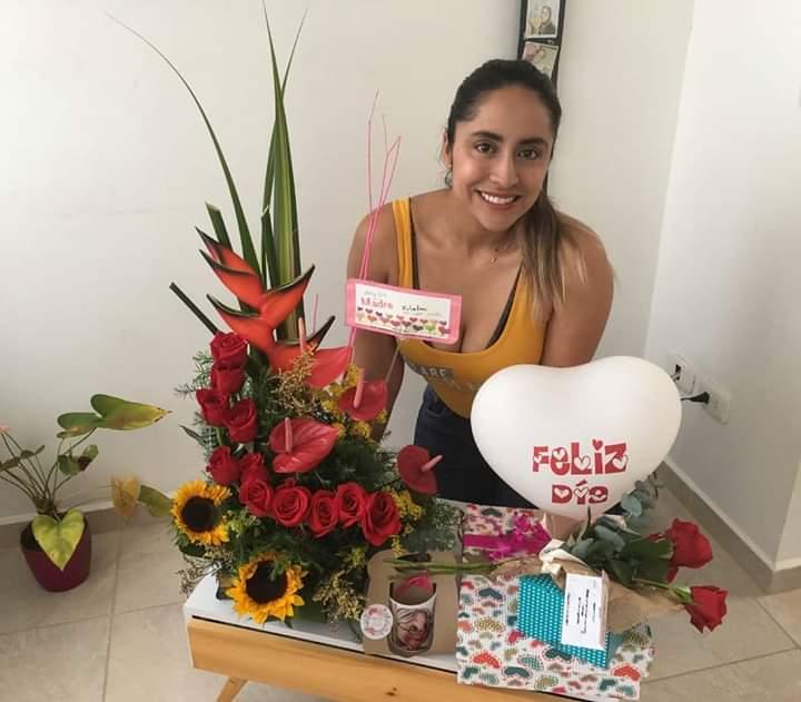 Homenaje por el Día de la Madre a Valentina Rojas Usma, coordinadora de Comunicaciones del Comité de Cafeteros de Risaralda