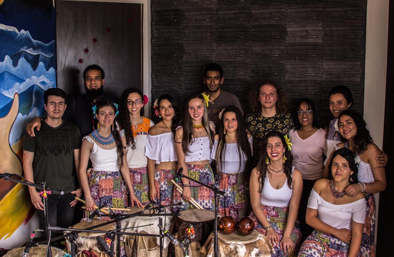 """Tambor Hembra & Martina Camargo presentaron su nueva canción """"Las Flores"""""""