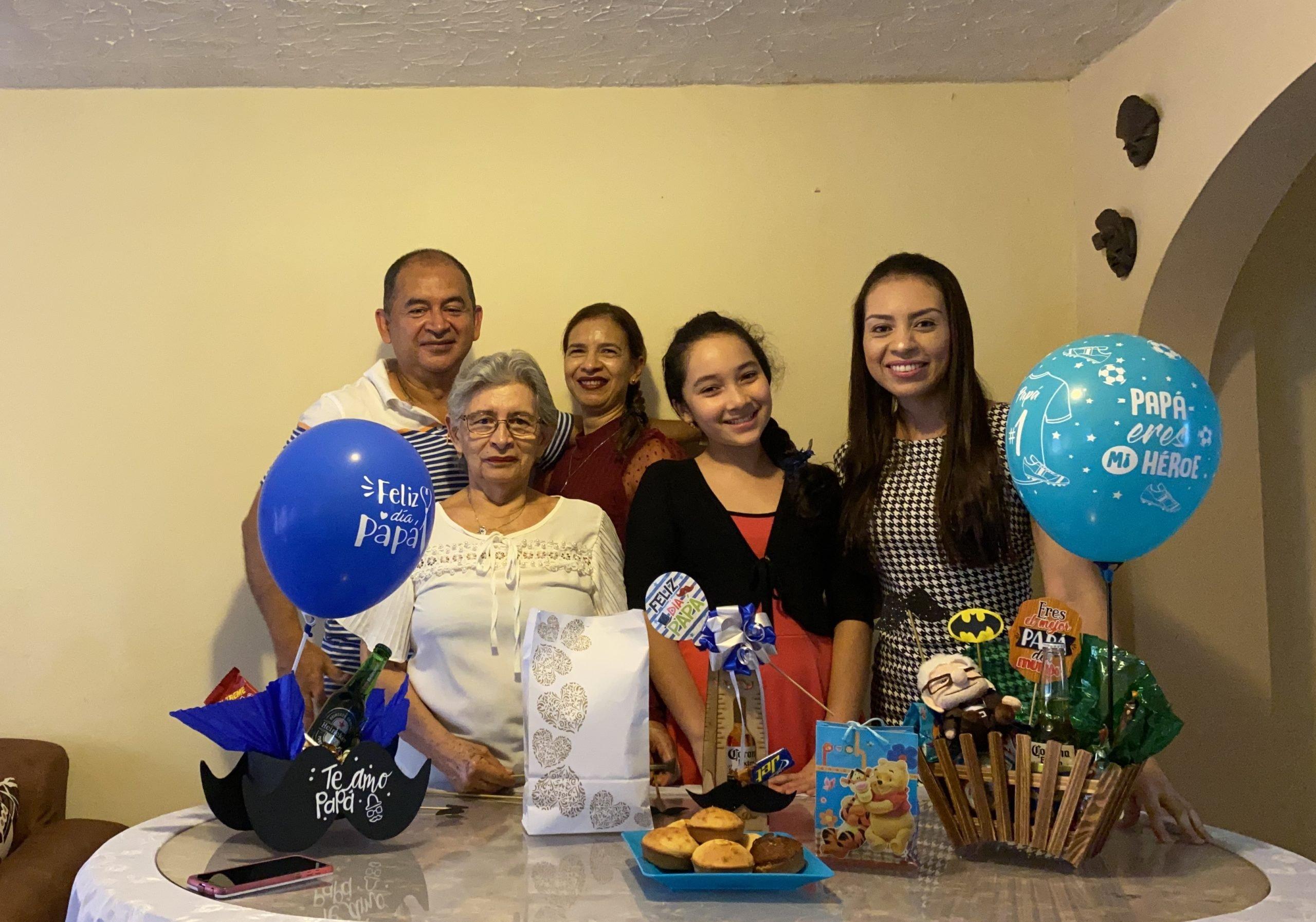Celebró en familia / Jhon Jairo Álvarez