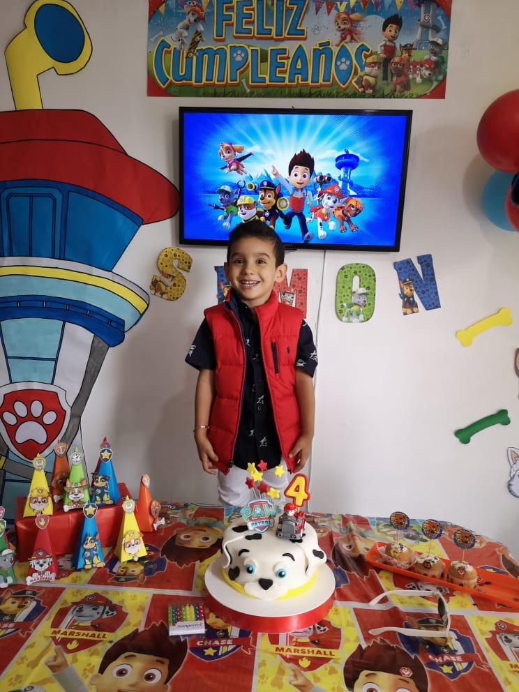 Festejaron su cumpleaños en casa / Simón Ipuz Castro