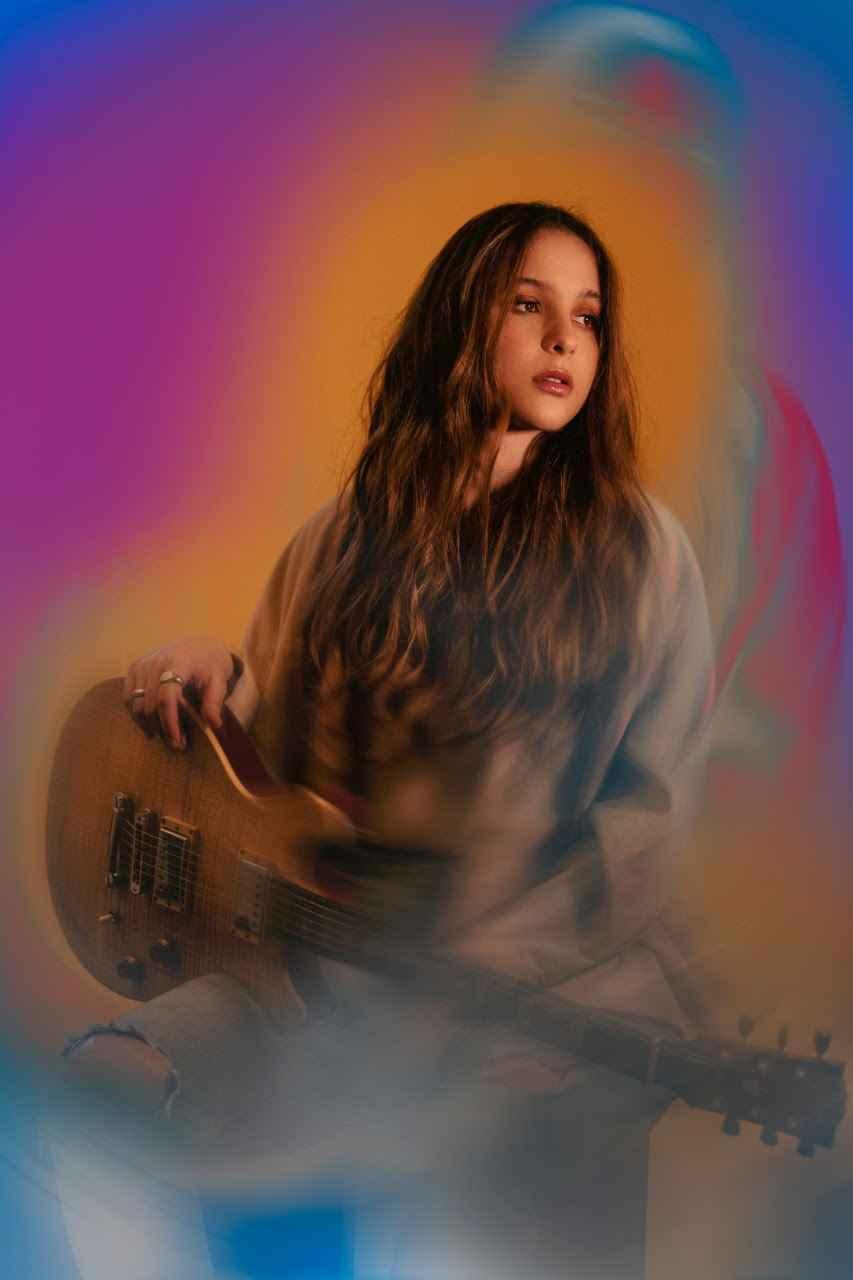 Laura Stangl, lanzó nueva canción
